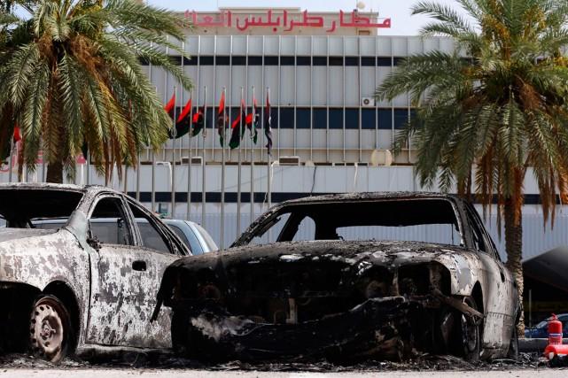 L'aéroport de Tripoli a été fermé dimanche pour... (PHOTO MAHMUD TURKIA, ARCHIVES AGENCE FRANCE-PRESSE)