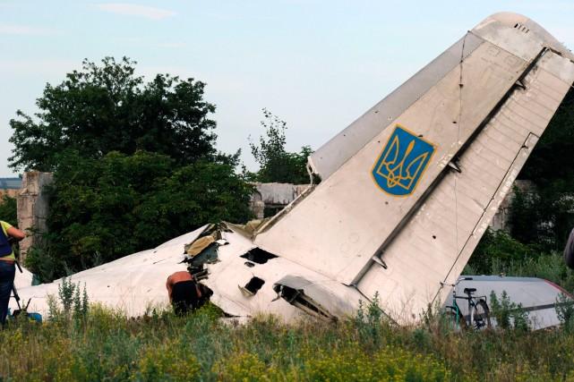 La carcasse de l'avion ukrainien abattu par la... (PHOTO DOMINIQUE FAGET, AGENCE FRANCE-PRESSE)