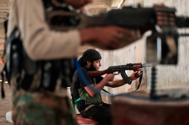 Des combattants de l'État islamique.... (PHOTO AHMED DEEB, AGENCE FRANCE-PRESSE)
