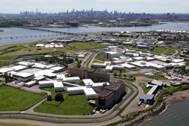 Vue aérienne de la prison de Rikers à... (Phoot Seth Wenig, Archives Associated Press)