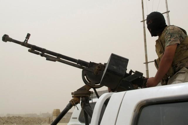 Un volontaire chiite a rejoint les forces gouvernementales... (PHOTO ARCHIVES REUTERS)