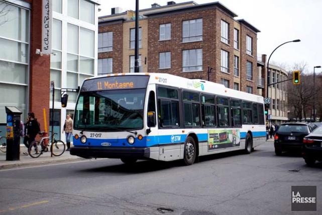 La Société de transport de Montréal va «ajuster» plusieurs de ses tarifs à la... (PHOTO: SARAH MONGEAU-BIRKETT, LA PRESSE)