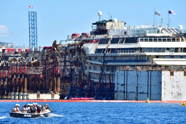 Le paquebot de croisières, dont le naufrage le... (PHOTO GIUSEPPE CACACE, AFP)