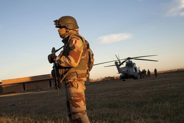 Quelque 1700 militaires français participent à la mission... (PHOTO FABIO BUCCIARELLI, ARCHIVES AFP)