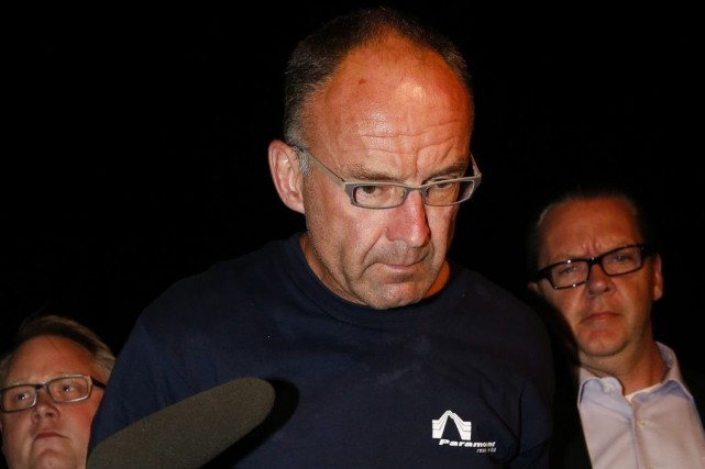 Douglas Garland (au centre) a montré peu d'émotion devant... (PHOTO JEFF MCINTOSH, LA PRESSE CANADIENNE)