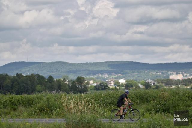 C'est une sortie qui se fait avec une sacoche accrochée au vélo. Vide, la... (PHOTO HUGO-SÉBASTIEN AUBERT, LA PRESSE)
