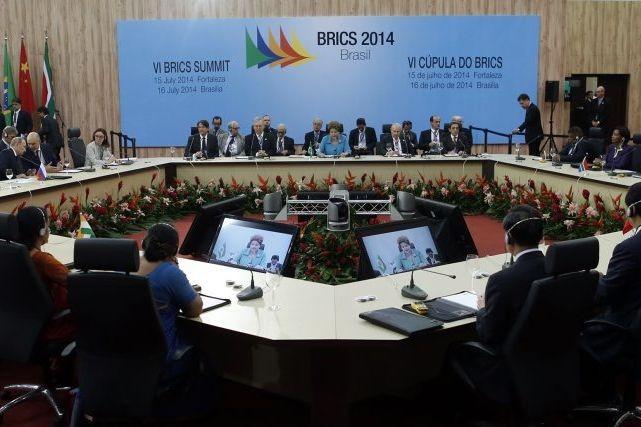 Les grandes puissances émergentes des BRICS ont lancé... (PHOTO NACHO DOCE, REUTERS)