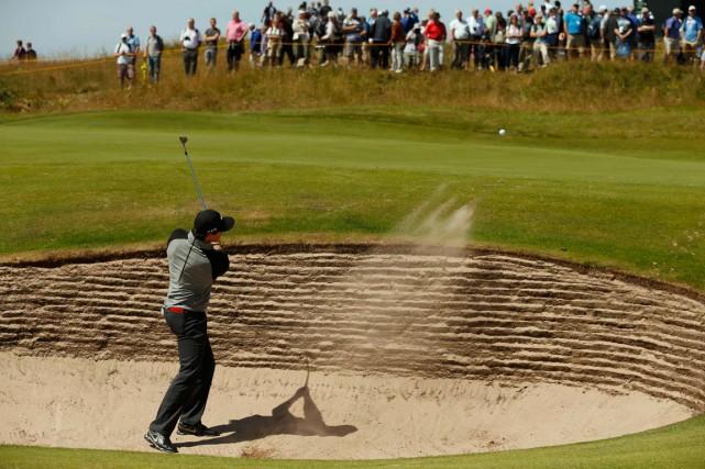 Rory McIlroy s'est familiarisé avec les fosses de... (Photo Cathal McNaughton, Reuters)