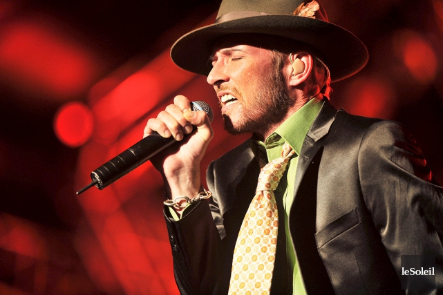 Scott Weiland avait offert un spectacle désastreux au... (PHOTO PATRICE LAROCHE, ARCHIVES LE SOLEIL)