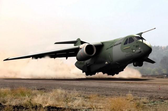 Le Brésil a commandé le KC-390 en demandant... (IMAGE FOURNIE PAR EMBRAER)