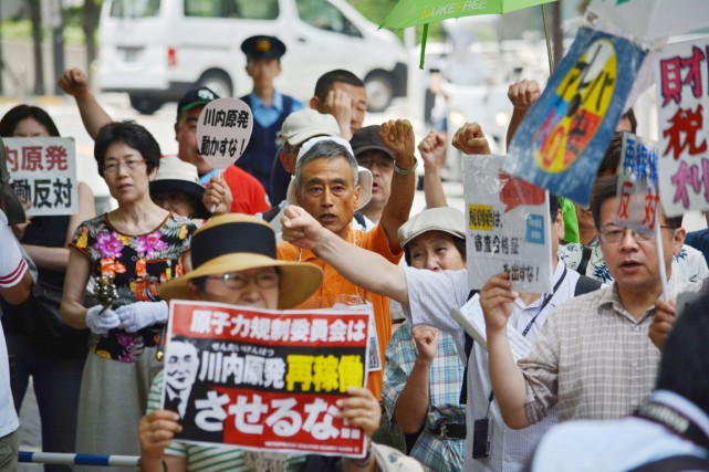 Des militants opposés à la relance des réacteurs... (PHOTO KAZUHIRO NOGI, AFP)
