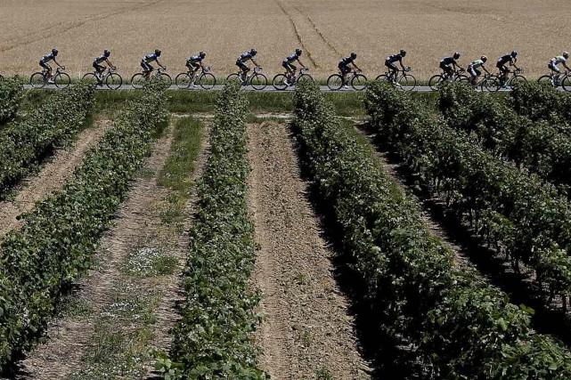 Sur la route de Saint-Etienne, terme de la 12e étape, le Tour de France s'offre... (Photo Reuters)