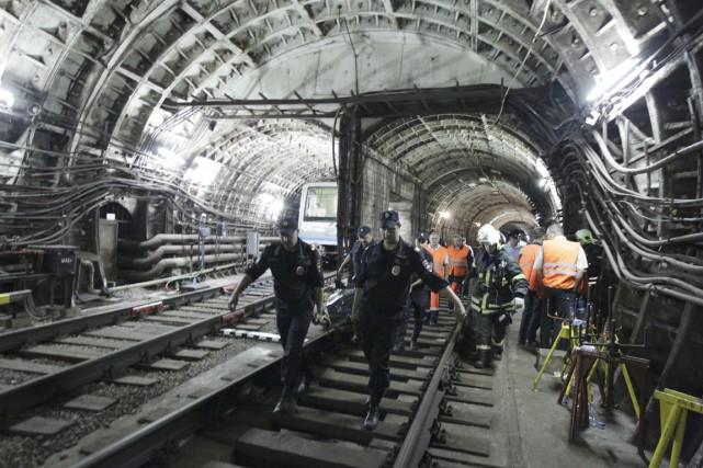 Le déraillement de trois voitures du métro de... (PHOTO AP)