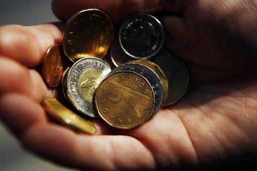 Avec l'accélération des expansions américaine et canadienne, le dollar canadien... (Photo archives Reuters)