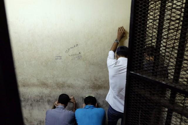 Outre les sept condamnations à la prison à... (PHOTO EL SHOROUK, AP/ALY HAZZAA)