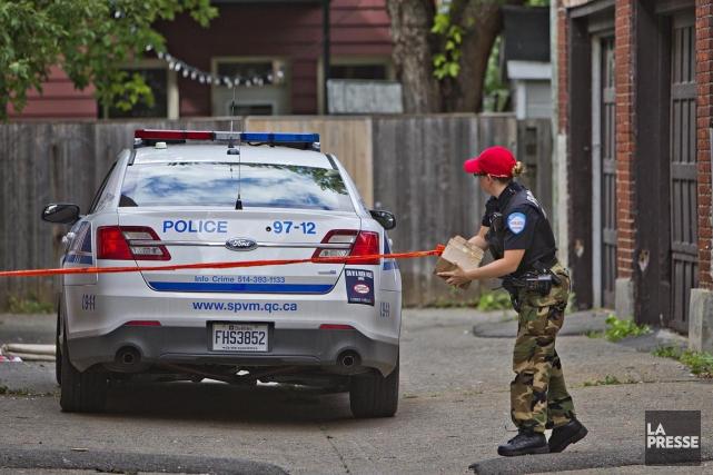 La police sur les lieux de l'agression, mercredi.... (Photo Félix O. J. Fournier, collaboration spécaile)