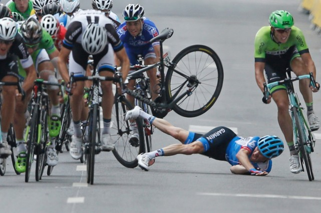L'Américain Andrew Talansky avait fait une chute lors... (Photo Peter Dejong, AP)