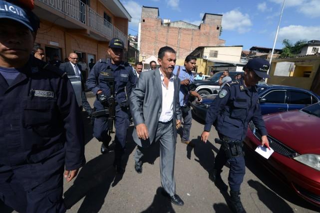 Le député LuisGaldamez a été interpellé sur place,... (Photo Orlando SIERRA, AFP)