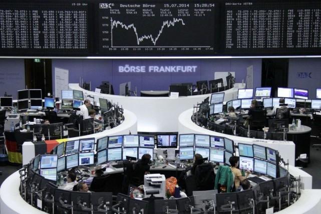 Les Bourses européennes ont notamment été touchées de... (PHOTO REUTERS)