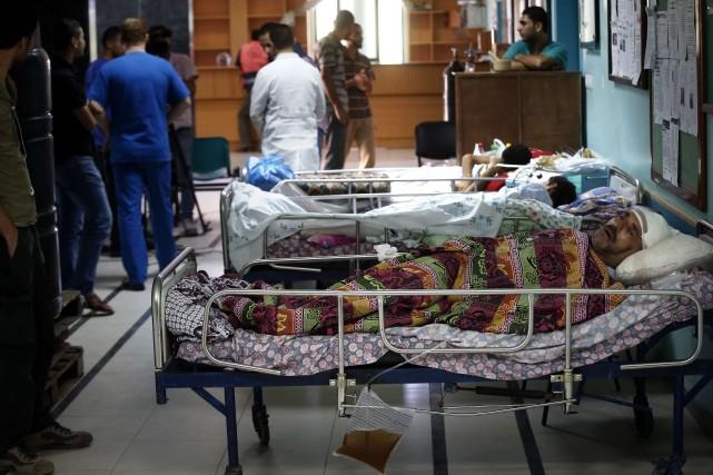 Les médecins et les infirmiers ont déplacé des... (PHOTO THOMAS COEX, AFP)