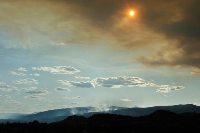 L'incendie s'est déclaré tôt jeudi après-midi, et s'est... (Photo Kelowna Daily Courier-Gary Nylander, archives La Presse Canadienne)