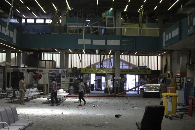 L'aéroport est fermé depuis dimanche pour une durée... (PHOTO HANI AMARA, REUTERS)