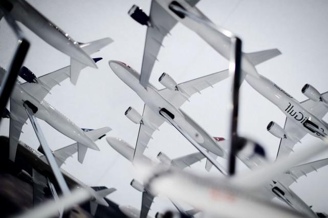 Son produit-vedette, la CSeries, toujours cloué au sol,... (PHOTO LEON NEAL, AFP)
