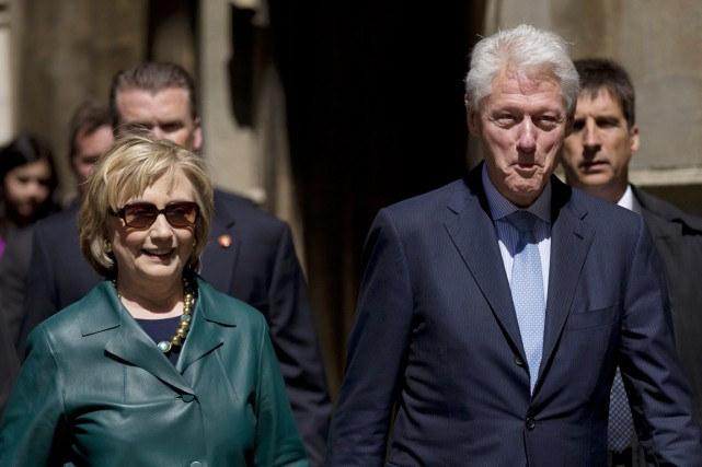 Hillary et Bill Clinton à Oxford, en Angleterre,... (PHOTO MATT DUNHAM, ARCHIVES AP)