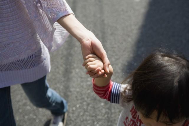 Les familles monoparentales (moins d'un million au Japon)... (Photo Digital/Thinkstock)