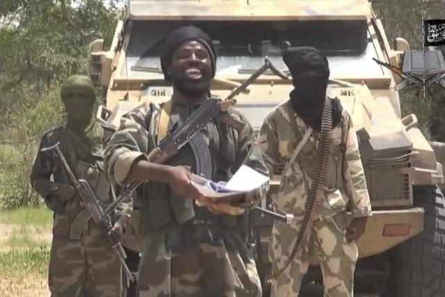 Le chef de Boko Haram Abubakar Shekau (au... (IMAGE TIRÉE D'UNE VIDÉO DE BOKO HARAM)