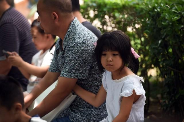 Certains parents, souvent établis à Pékin depuis dix... (Photo Greg BAKER, AFP)