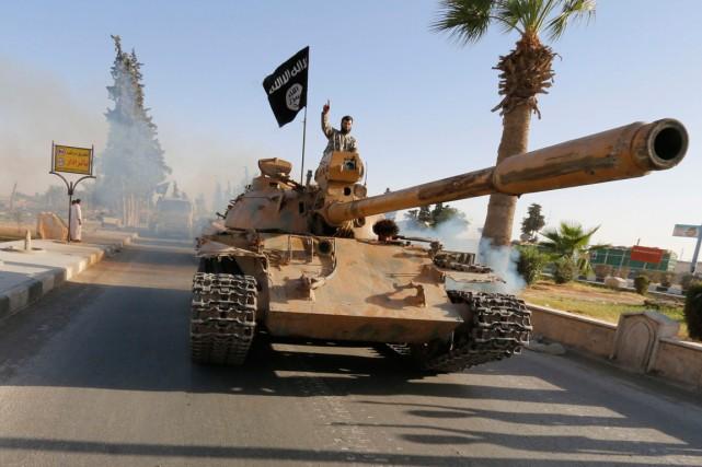 Un combattant de l'État islamique.... (PHOTO ARCHIVES REUTERS)