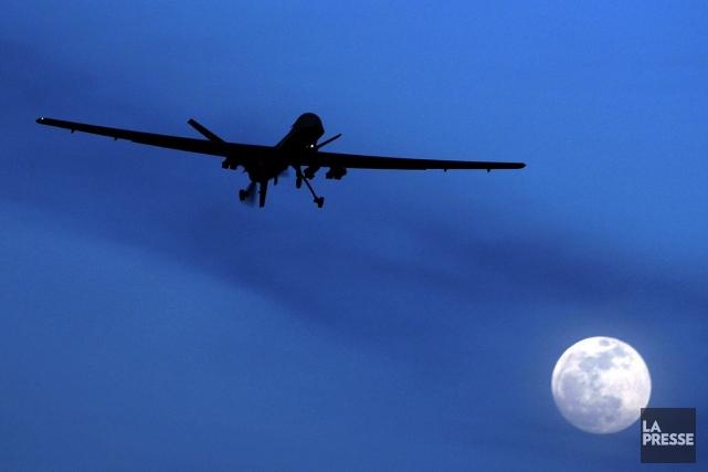 Un drone dans le ciel de Kandahar, en... (PHOTO KIRSTY WIGGLESWORTH, ARCHIVES ASSOCIATED PRESS)