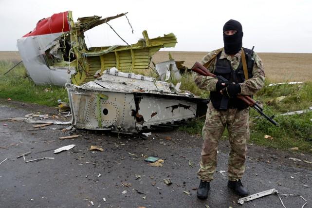 Des séparatistes prorusses lourdement armés ont longtemps bloqué... (Photo Dmitry Lovetsky, Associated Press)