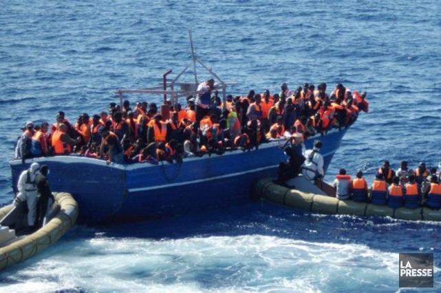 La marine italienne a secouru 3510 migrants au... (Photo AFP/Marine italienne)