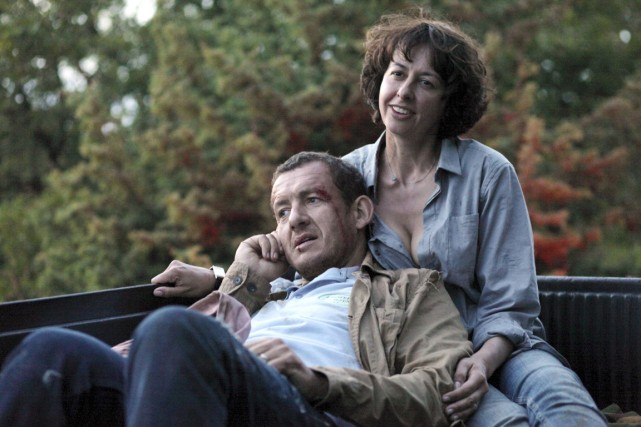 Deux divorcés (Dany Boon et Valérie Bonneton) sont... (PHOTO FOURNIE PAR LES FILMS SÉVILLE)