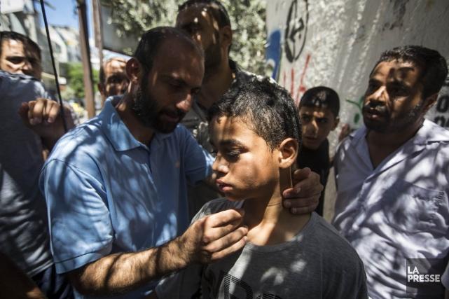 Le petit Omar Abou Moasallam pleure la mort... (PHOTO OLIVIER PONTBRIAND, LA PRESSE)