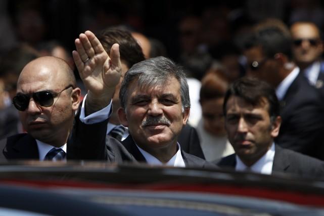 Le bras de fer récent entre MM. Abdullah... (Photo Petros Karadjias, AP)