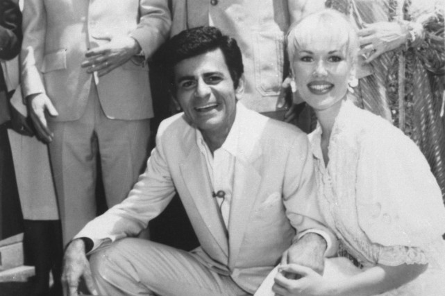 Casey Kasem en 1981 alors qu'il obtenait son... (Photo d'archives, Associated Press)