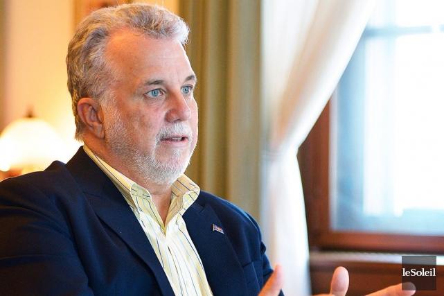 Philippe Couillard soutient que les élus doivent donner... (Le Soleil, Yan Doublet)
