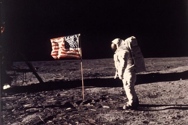 Le 21 juillet 1969 à 2h56 (heure universelle,... (PHOTO ARCHIVES AP/NASA)