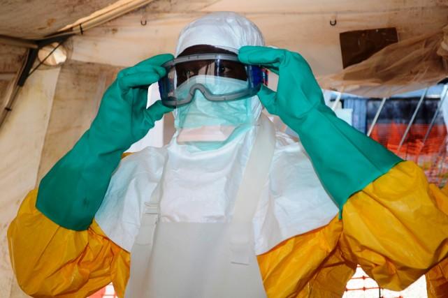 Une membre de l'équipe de Médecins sans frontières... (PHOTO CELLOU BINANI, ARCHIVES AGENCE FRANCE-PRESSE)