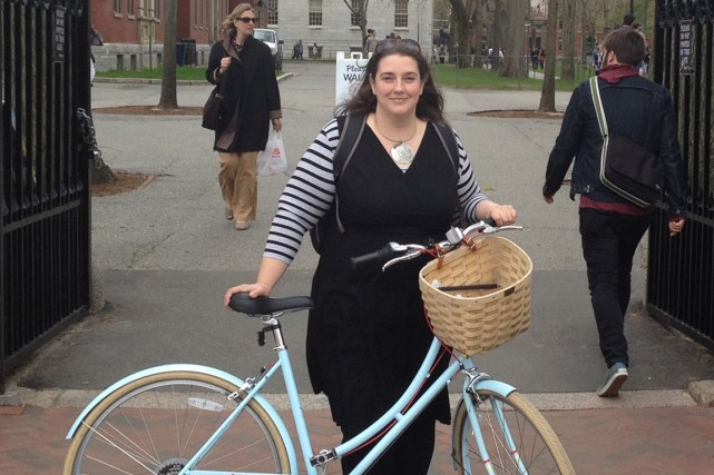 Notre journaliste Laura-Julie Perreault sur le campus de... (PHOTO FOURNIE PAR LAURA-JULIE PERREAULT)