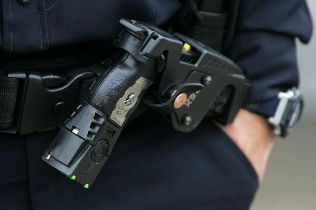 290 policiers sont maintenant formés pour utiliser ces... (PHOTO SUN-JORDAN VERLAGE, ARCHIVES LA PRESSE CANADIENNE)