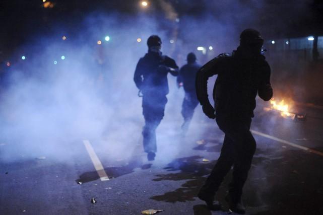 Des activistes affrontent les policiers lors de manifestations,... (PHOTO LUNAE PARRACHO, ARCHIVES REUTERS)