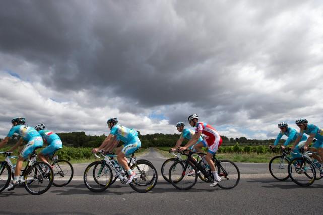 Les cyclistes de l'équipe Astana se sont entraînés,... (Photo Peter Dejong, AP)