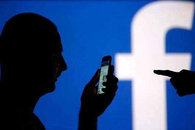 Facebook précise que la fonction devrait être disponible... (PHOTO DADO RUVIC, REUTERS)