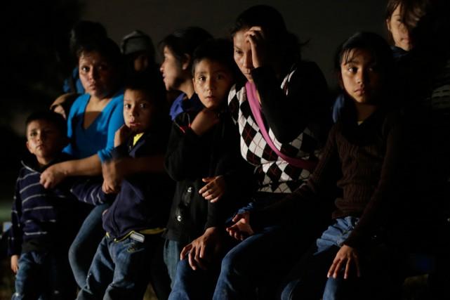 Des migrants ayant fuit le Honduras et le... (Photo Eric Gay, archives Associated Press)