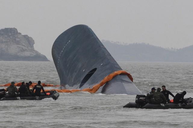 Trois-cent-quatre personnes sont mortes dans le naufrage, dont... (Archives AP)