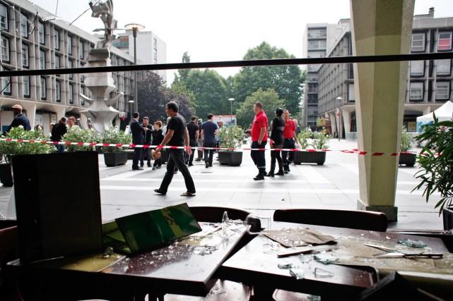 Des commerces, dont un restaurant et une épicerie... (PHOTO THIBAULT CAMUS, AP)